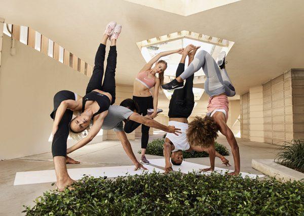 Cómo practicar yoga con Nike (en cualquier momento del día)